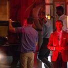 Barack Obama à la sortie du restaurant La Mirande