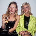 Kate Moss et Linda Evangelista lors d'une soirée pour le magazine «Allure», en janvier 1994.
