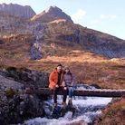 Lily Collins et Charlie McDowell en randonnée