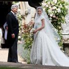 Pippa Middleton et son père, aux portes de l'église