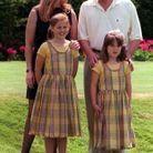 Sarah Ferguson et le prince Andrew avec leurs filles, Beatrice et Eugenie (à droite)