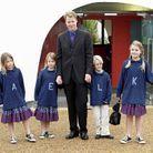 Charles Spencer entouré de ses quatre enfants (Kitty, Amelia, Eliza et Louis) en 2000