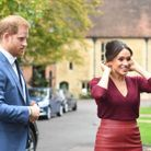 Le prince Harry porte un costume bleu traditionnel