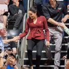 Meghan Markle et le Prince Harry saluent le public lors de la finale de basket en fauteuil roulant