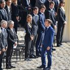 Emmanuel Macron face à la famille Belmondo
