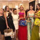 Nawel et ses amies portant ses sacs