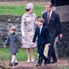 A gauche, le prince Edward dans le même manteau que le prince George