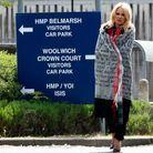 Pamela Anderson rend visite en prison à Julian Assange