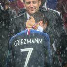 Emmanuel Macron et Antoine Griezmann, après la victoire