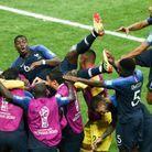 Les Bleus célèbrent le but de Paul Pogba