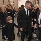 La famille salue les invités
