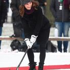 Kate s'essaie au hockey !