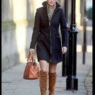 Pour une allure chic et sexy, Pippa opte pour un manteau noir zippé.