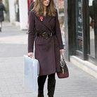 Un trench en laine et cachemire couleur chocolat brillamment serré à la taille par une grosse ceinture en cuir verni : c'est l'idée chic et pas bête de Pippa !