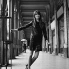 Françoise Hardy en mini-robe noire