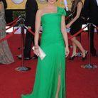 Aux SAG Awards 2012, elle nous rend vertes de jalousie en Oscar de la Renta.