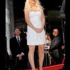 People tendance mode look robe blanche christina aguilera
