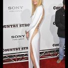 People tendance mode look robe blanche Gwyneth Paltrow