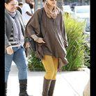 Jessica Alba en jean moutarde