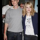 Emma Stone joue la carte du casual chic en t-shirt Burberry et gilet Preen.