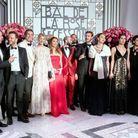 La famille de Monaco et leurs invités prennent la pose