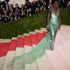 Lupita Nyong'o en Calvin Klein Collection et parure Tiffany & Co.
