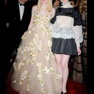 People tapis rouge costume institute gala Dakota Elle Fanning