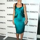 People_tapis_rouge_alberta_ferretti_Amy_smart