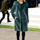 Sienna Miller au défilé Burberry Prorsum