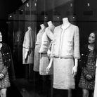 Marion Cotillard au sein de l'exposition consacrée à Gabrielle Chanel