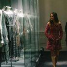 Marion Cotillard dans une robe en tweed fuchsia entièrement brodée de la collection Haute Couture Automne-Hiver 2020/21