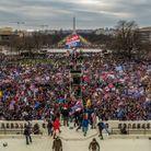 La foule devant le Capitole