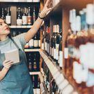 Conseillère de vente dans un magasin d'alcool