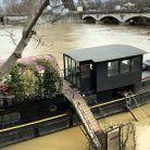 Les péniches montent avec le niveau de la Seine