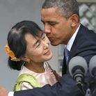 Aung San Suu Kyi et l'accolade de Barack Obama