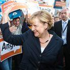 Angela Merkel fait le buzz... avec son collier !